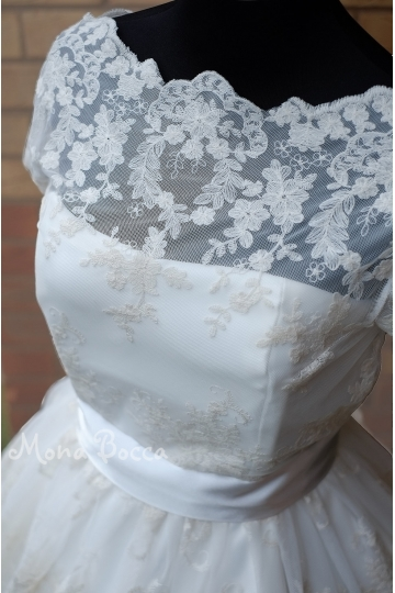 1950's styled dress with lace in old ivory shade